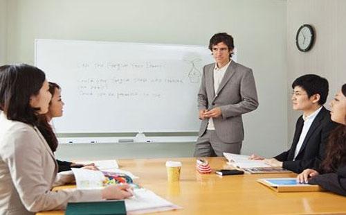 线上与线下商务英语口语培训班对比与分析.jpg